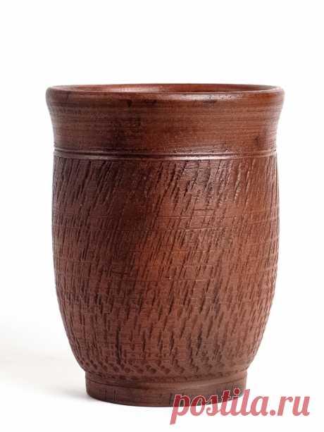 Стакан ручной работы выполнен на гончарном круге. Лощение. Молочный обжиг. Покрыт ганозисом. Срок годности 5000 лет!