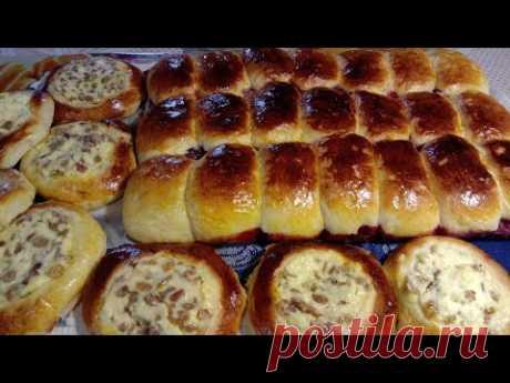 Пирожки с  вишней, ватрушки  с творогом и  изюмом