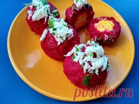 Закуска «Свекольные рафаэллки» - Пир во время езды Свекольные блюда это всегда ярко, необычно и полезно. Свекла благоприятно влияет на сосудистую систему, улучшает пищеварение и содержит большое количество полезных микроэлементов в своем составе, даже после тепловой обработки. Из данного овоща я готовлю много холодных закусок: салаты, намазки, канапэ и др. Особенно интересно на любом столе смотрятся «свекольные рафаэллки» — мягкие и нежные шарики …