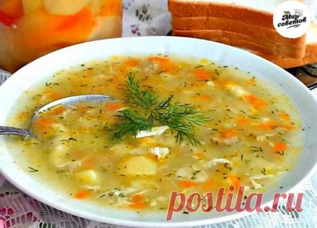 Суп-затируха.Многие может помнят,как бабушки в деревне готовили его на обед.Суп готовится на мясном бульоне,всё просто и очень вкусно!Ингредиенты: Филе куриное - 200 грамм Бульон где-то 1,5 литра Яйцо куриное - 2 штуки Мука где-то 150 гр (+,-) Картофель - 4 шт. Лук репчатый белый -1 шт. Морковь - 1 шт. Лавровый лист - 1 штуки Соль - по вкусу Перец чёрный - по вкусу Масло растительное Зелень-по вкусу  Приготовление: Готовим куриный бульон. Для этого куриное филе тщательно в...