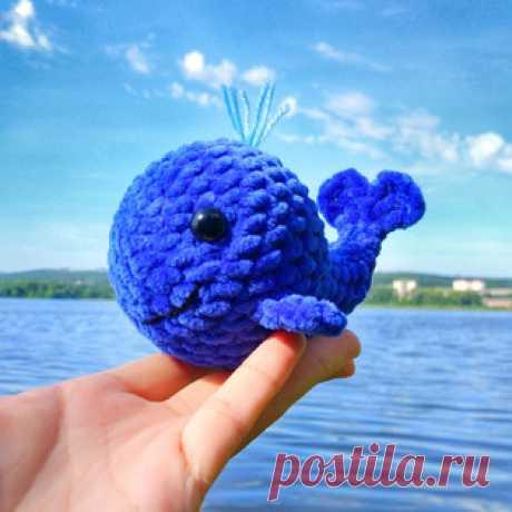 Китёнок Плюша амигуруми. Схемы и описания для вязания игрушек крючком! Бесплатный мастер-класс от @goozell_toys по вязанию китёнка по имени Плюша. Вязаный кит получается с детскую ладошку. Для изготовления плюшевой игрушк…