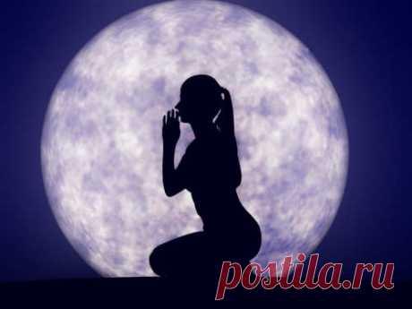 Мощная мантра Луны, которая творит чудеса Духовные практики всегда играли большую роль в жизни людей. Например, скрытые таланты пробуждали с помощью мантр. И не случайно, ведь мантры помогают энергетике человека соединиться с силами Вселенной.