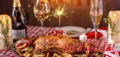 Меню на новый год 2019: что готовить новое и интересное Символом наступающего года станет желтая земляная свинья. Так как это всеядное животное, новогоднее меню-2019 можно составлять, опираясь исключительно на свои предпочтения. Единственный продукт, от которого в праздники лучше отказаться - свинина. Составление меню: основные рекомендации А вот что обязательно должно быть на столе, чтобы Новый год был удачным: грибы всех...