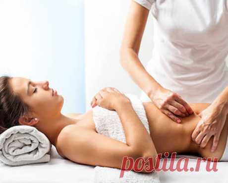 Косметологи поделились, как делать массаж живота для похудения