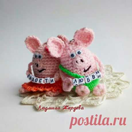 1000 схем амигуруми на русском: Свинки брелоки крючком