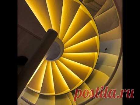 Спиральная лестница с ограждением из моллированного стекла