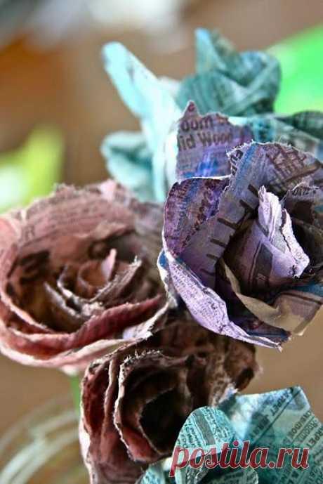 Газетные цветы. Можно придумать  очень много вариантов для использования этих  прекрасных цветов.