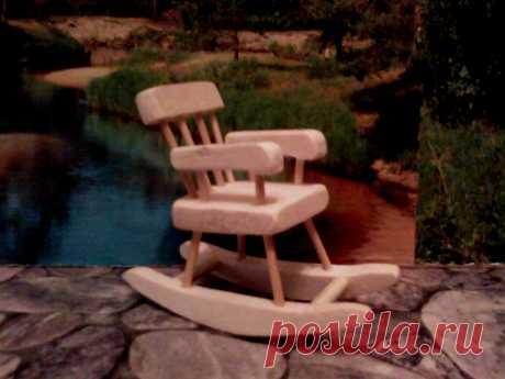 Деревянная игрушка Кресло – качалка Игрушка сделана из клёна и берёзы, без гвоздей и лакового покрытия. Размер 10 х 10 х 5 см. цена 100 рублей