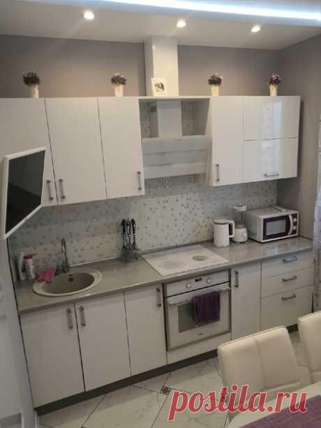 Милое семейное гнездышко! Нам очень нравится квартира и как все устроили. В коридоре стекло во всю длину. На балконе место для релакса