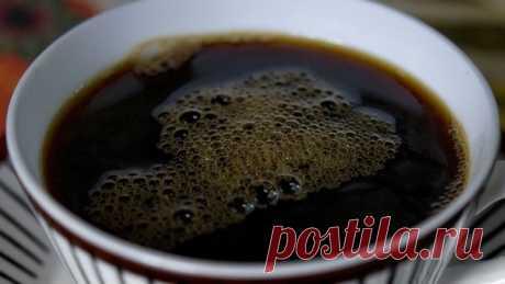 Болезни, при которых просто НЕОБХОДИМО пить кофе!  Он становится практически лекарством!  60% взрослого поколения людей пьют кофе. Это примерно в среднем одна чашка кофе ежедневно. И к тому же многие думают, что кофе очень вреден и не задумываются о реальной пользе для организма человека.  Понятное дело, не нужно пить кофе в неограниченных количествах. Но многие люди не подозревают, какую пользу несут 2-4 чашечки в день хорошего кофе!  Оказалось, что кофе борется с сахарны...