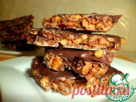 The English toffee from porridge with nuts - the culinary recipe