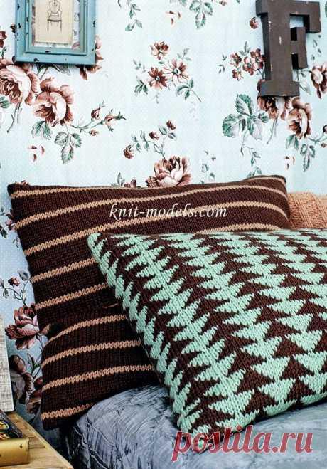 """Чехол на подушку жаккардом """"Ёлочки"""" и чехол на подушку узором с полосками, связанные спицами. / knit-models.com"""