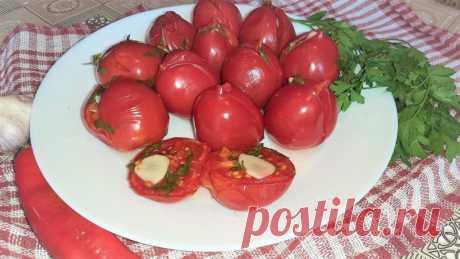 Малосольные помидоры, фаршированные зеленью, чесноком и перцем чили Предлагаю приготовить вкусную сезонную закуску малосольные помидоры, фаршированные зеленью, чесноком и перцем чили. Готовится закуска сутки, получается очень вкусной!Ингредиенты (на 1 литровую банку):помидоры – 500 гр.;петрушка – 0,5 пуч.;чеснок – 4 зуб.;перец острый – 0,5 шт.Маринад:вода...