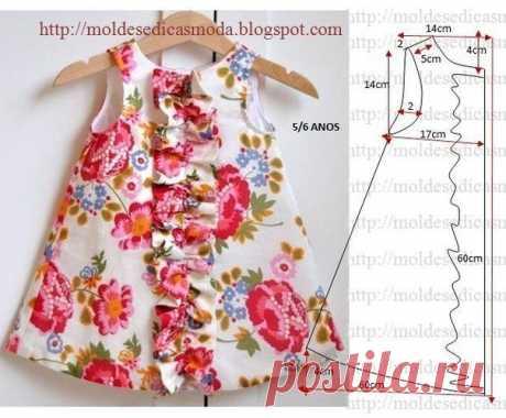 El patrón de la ropa para la muchacha