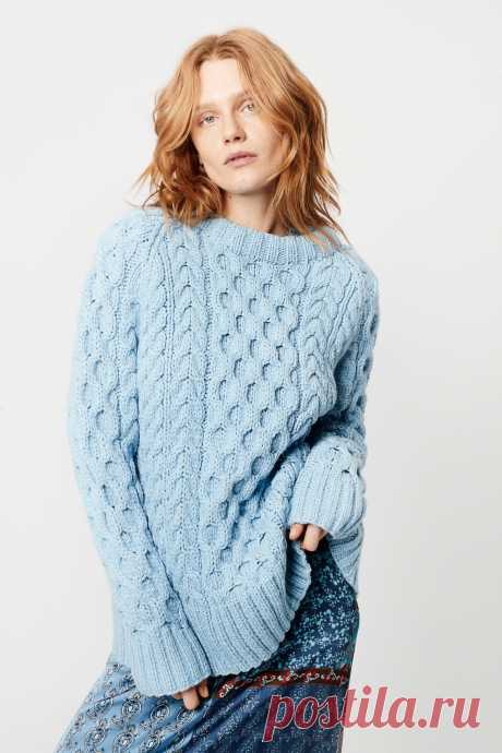 SMYTHE Handknit Cable Knit Crew in Heathered Blue