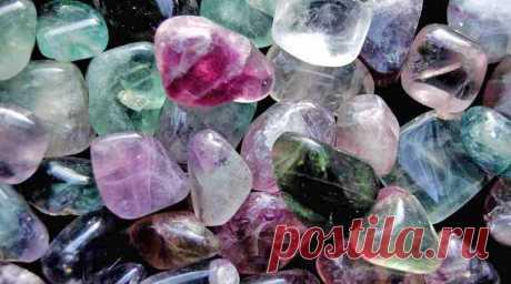 Обманчивый флюорит. Свойства камня флюорит Одни почитают этот кристалл и восхищаются им, другие опасаются и относятся с осторожностью. Он многоцветен, как ни один другой минерал
