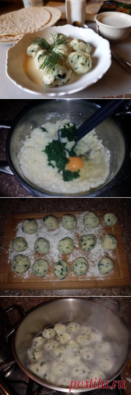 Картофельные клецки со шпинатом в молочном соусе Прелесть картофельных клецек со шпинатом в том, что они, во-первых, вкусные, а во-вторых, их можно наготовить впрок. Знай только меняй соус к ним...