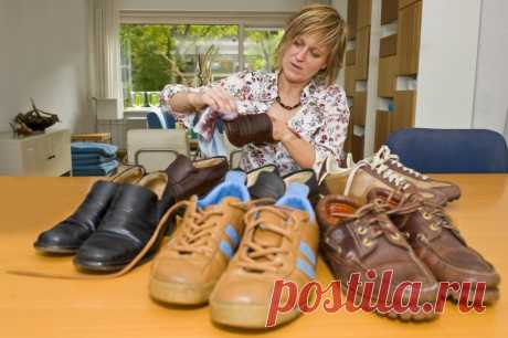 Совет для пенсионерки от продавца обувного магазина Я пенсионерка, и хотя еще работаю, считаю каждую копейку. Но вот на обуви не экономлю – стараюсь ...