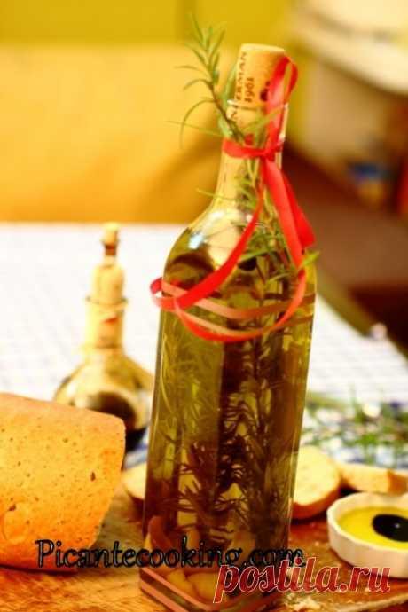 Оливкова олія з ароматом лимона, розмарину і запашного перцю Така запашна ароматизована оливкова олія, хороший бальзамічний оцет та хліб - це те, що задовольнить будь-якого гурмана!