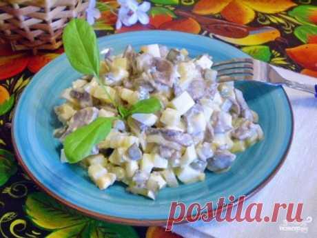 Интересный салат с грибами и огурцами на каждый день   Вкуснятина!     Ингредиенты: Грибы свежие — 300 гр.Картофель вареный — 1-2 шт.Яйца — 2 шт.Огурцы маринованные — 2 шт.Лук — 1 -2 шт.Горошек консервированный — 3 ст. л.ЗеленьМайонезМасло растительноеС…