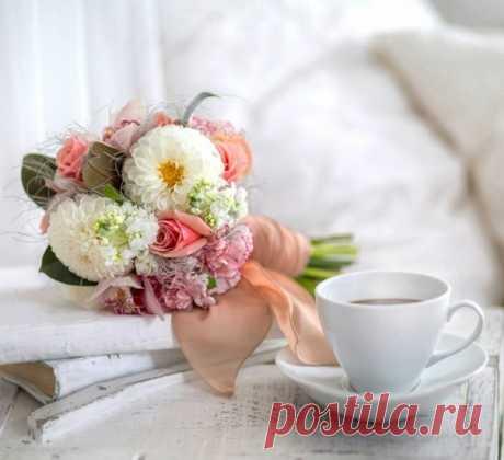 Дарите, люди, Доброту - тепло сердец и глаз. Быть может, что кому-нибудь она нужна сейчас. Возможно, что от ваших слов согреются сердца. Дарите искренни любовь... особенно - с утра! Хорошего, доброго вам утра и такого же дня!