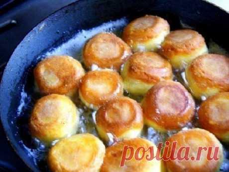 Шикарное блюдо — сырные шарики жареные с чесноком    Они нереальные!          Ингредиенты: — сыр твердый — 200 г— яйца куриные — 3 шт.— чеснок— 2-3 зубчика— мука пшеничная — 1-2 ст/л— масло растительное— соль по вкусу Приготовление:  Сыр натереть н…