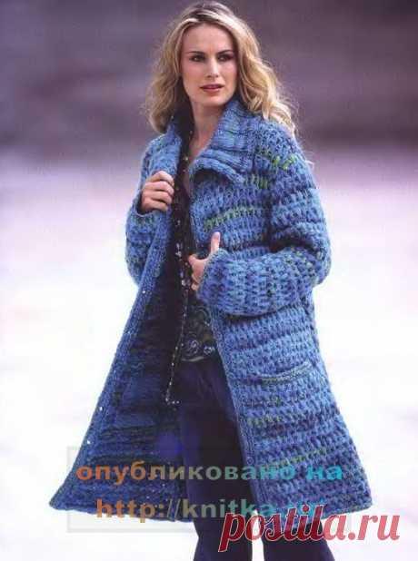 Голубое вязаное пальто