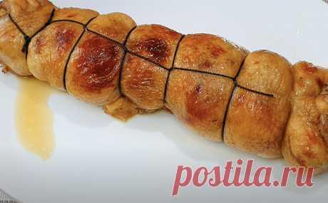Вместо скучной жарки курицы, кладем в нее начинку и делаем замену магазинной колбасе