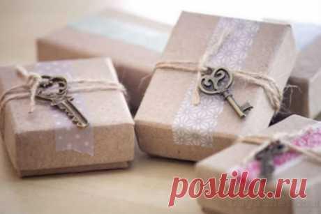 Las ideas por la formalización del embalaje del regalo el 8 de marzo — Compartimos los consejos