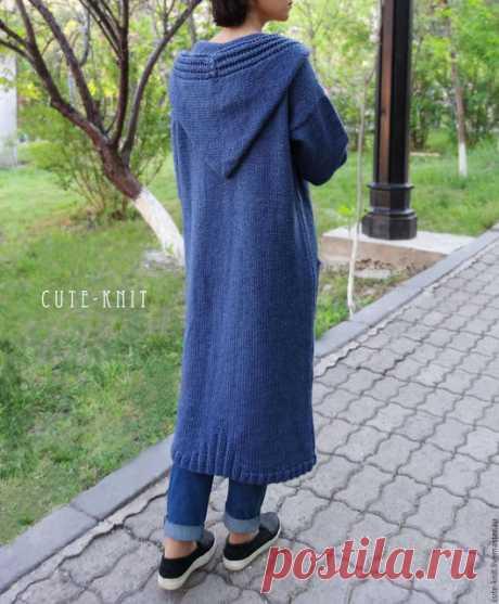 Купить Длинный кардиган вязаный с карманами и капюшоном цвет синий - синий, синий джинс. Купить длинный кардиган женский, купить вязаный кардиган с капюшоном.