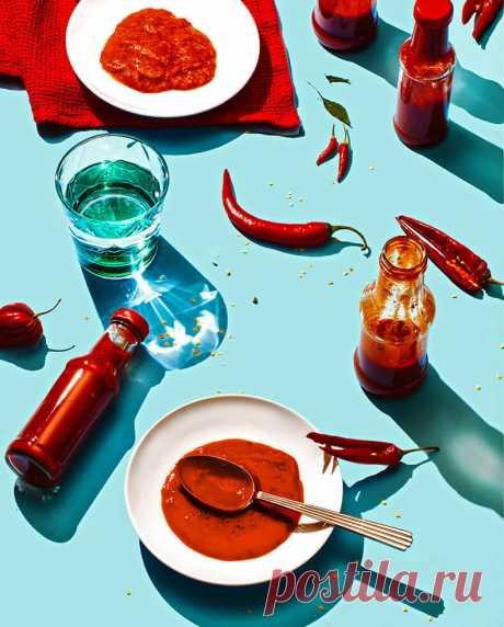 Как приготовит шрирача: восхитительный острый тайский соус — Фактор Вкуса