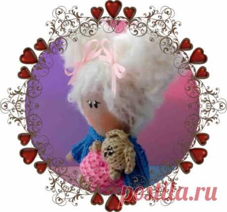 Интерьерная куколка Малышка Здравствуйте, меня зовут интерьерная кукла Малышка! Мой рост при рождении составил 20 сантиметров. Я очень люблю яркие наряды и бантики! Я очень живая и оз