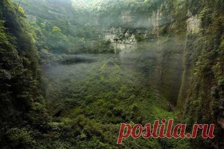 Las cuevas con propios bosques y las nubes — la Ciencia y la vida