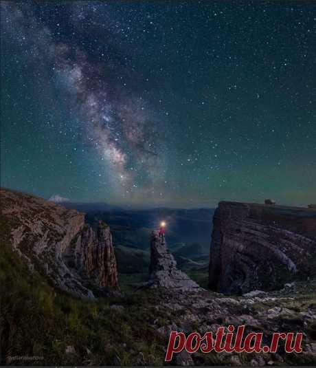 «На краю Вселенной» Плато Бермамыт, Карачаево-Черкесия. Фото от Светланы Ивановой. Звездных снов!