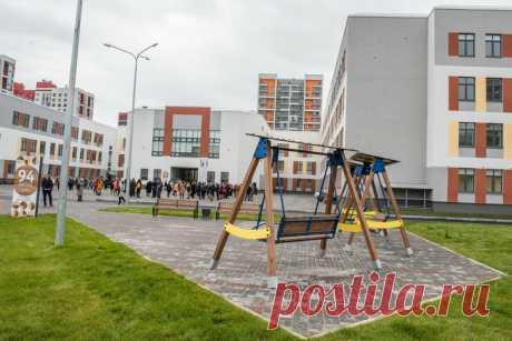 2020 июль. В Тюмени открыт новый корпус школы на 1200 мест. Общая площадь здания — 20207 м²