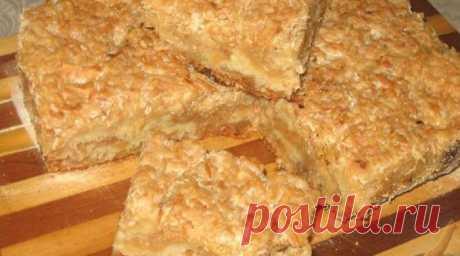 Каждую субботу на моем столе только этот пирог. Готовится очень просто Этот удивительно вкусный, нежный яблочныйпирог с манкойявляется блюдом болгарской кухни.Если вы сейчас вдруг подумали: «Как это так, печь пирог из манки!», поспешу вас заверить, чтотакой пирог вас точно не разочарует.  Во-первых,сам кулинарный рецепт необычайно прост, не требует никаких особе