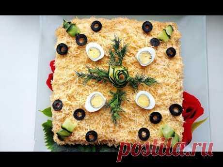 Закусочный торт салат из крекеров с рыбной консервы  / Праздничное меню