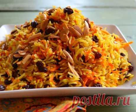 Вегетарианский плов 120 ккал на 100 гр  Отличный вегетарианский вариант плова - рис с грибами. Калорийность риса позволяет кушать его и тем, кто следить за своей фигурой!  Для приготовления этого вкуснейшего блюда вам потребуется: 1,5 стакана риса (350г) 1 большая морковь 400г шампиньонов 3,5 стакана кипятка растительное масло  1. Нарезать шампиньоны кусочками и обжарить их на 3ст.л. растительного масла 5 минут.  2. Натереть морковь на средней терке, добавить к грибам и вм...