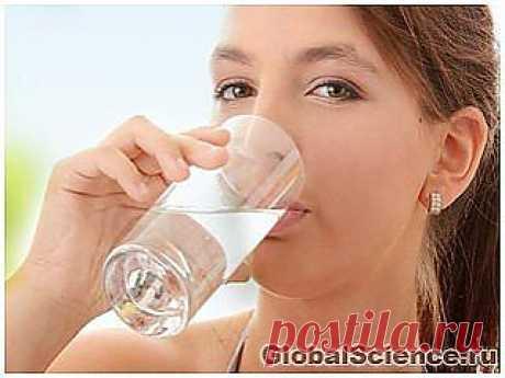 Употребление обычной воды поможет омолодить организм на 10 лет