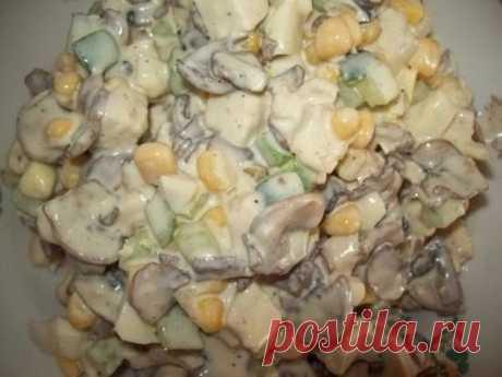 Салат «Зодиак» - DYNASTY OF CHEFS Ингредиенты: 0,5 кг шампиньонов, 1 большая луковица, 1 куриное бедро (я беру грудинку, удобнее нарезать), 2 свежих огурца, 2 яйца,
