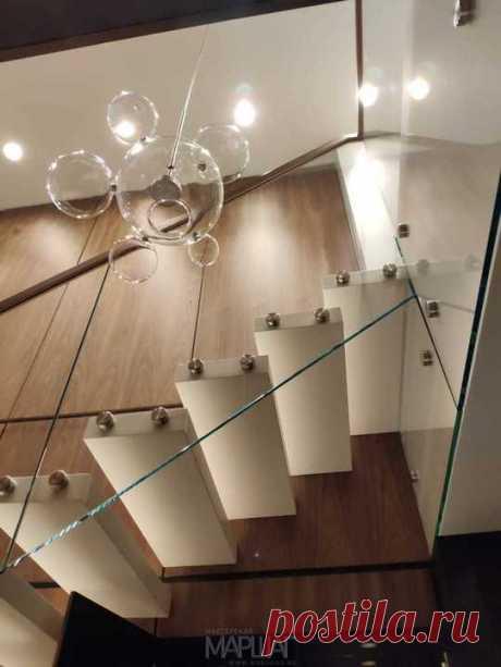 Изготовление лестниц, ограждений, перил Маршаг – Ограждение консольной лестницы из стекла