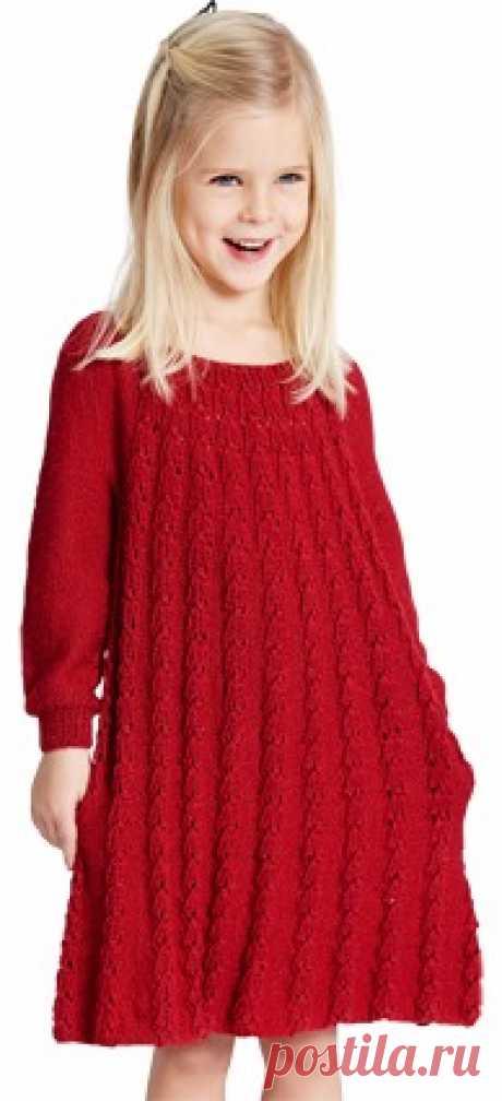 . Платье для девочки спицами Платье для девочки спицами от Stine Hoelgaard Johansen  Размеры: 2-4-6 лет  Ширина: 54-67-74 см  Длина: 60-64-68 см  Вам потребуется:
