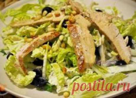 Салат с пекинской капустой и курицей. Салат с пекинской капустой имеет необычный нежный вкус и при этом относительно не высокая калорийность салата