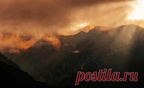 Закат над хребтом Ачишхо сфотографировал Илья Бунин. Доброй ночи!