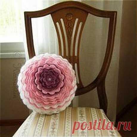 Оригинальная диванная подушка - а главное легко вяжется крючком! Идеи для вязания! | Юлия Жданова | Яндекс Дзен