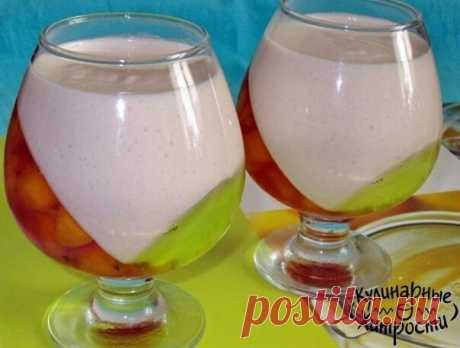 САМЫЕ ВКУСНЫЕ РЕЦЕПТЫ ЖЕЛЕ  1. Шоколадное желе  ИНГРЕДИЕНТЫ: 1 литр молока, 1 стакан сахара, 2 плитки шоколада черного, но можно и молочный(200 гр) 20 гр. желатина.  ПРИГОТОВЛЕНИЕ: Измельчить шоколад (натереть на терке), смешать его с сахаром и молоком. Смесь вскипятить. Предварительно замоченный в холодном молоке желатин растворить в закипевшей молочно-шоколадной смеси. Хорошо все перемешать и разлить в формочки, поставить в холод. Совет: если хотите желе, выложить из фор...