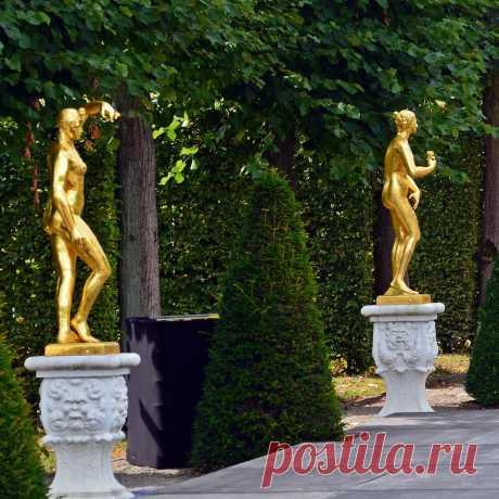 «Золотые» статуи.  Херренхаузенские сады.  Германия, Нижняя Саксония, Ганновер  Скульптура на заказ https://vk.com/sculpture_na_zakaz_spb  #скульптура #sculpture #скульптураспб #скульптураназаказ #купитьскульптуру #статуя #statue #статуяспб #Germany #Германия