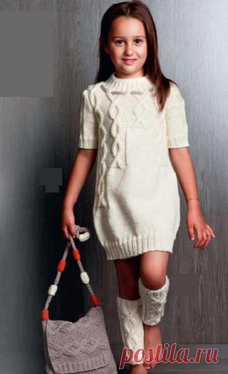 Белое платье для девочки.  Размер:110-116 (обхват груди 62 см).  Вам потребуется: пряжа Mondial Prima (100% шерсти; 95 м/50 г) – 350 г кремовой (№426) и остатки серой (№300); спицы №4,5 и 5; вспомогательная спица.  Схема для вязания платья спицами. Двойная резинка 1: контрастной нитью набрать половину требуемых петель. 1 ряд – рабочей нитью вязать * 1 лиц., 1 накид, от * повторять. 2 ряд — * накид провязать лицевой, 1 п. снять как при изн. вязании, нить перед работой, от *...