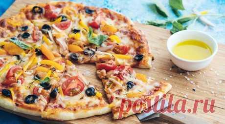 Постная пицца – 15 рецептов теста, начинки и соусов Пиццу любят и готовят во всем мире. Постный рецепт выберут поклонники вегетарианского питания и люди, соблюдающие посты. Начинка для такой пиццы готовится с овощами, грибами и тофу, с морепродуктами или рыбой.
