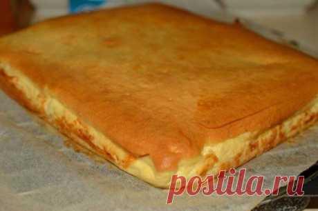 Наливной пирог с творогом. Этот пирог съедается мигом, еще просят добавки! Творожный пирог — это один из тех простых домашних рецептов, которые любят все. Он готовится быстро, получается вкусно, а дети его просто обожают. По